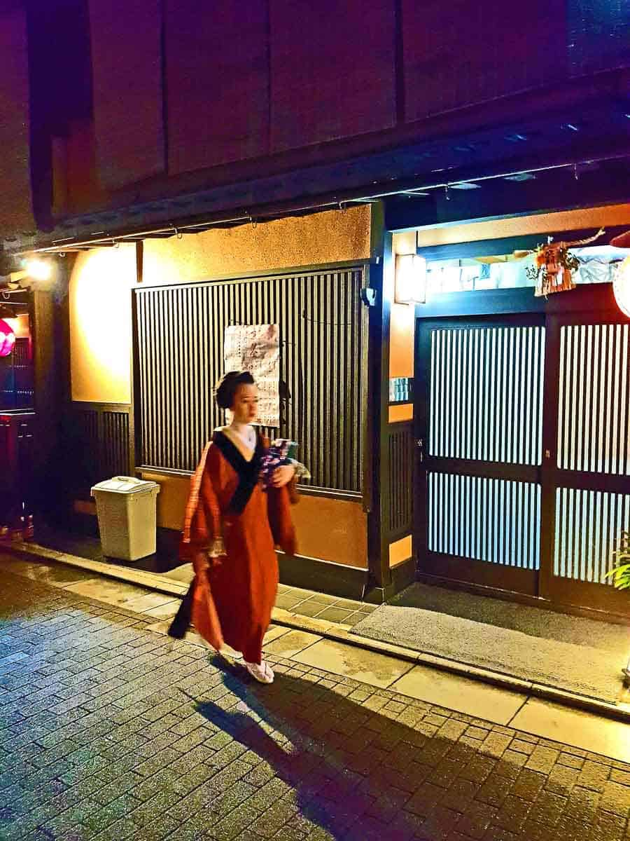 Geisha spotting - Kyoto with kids