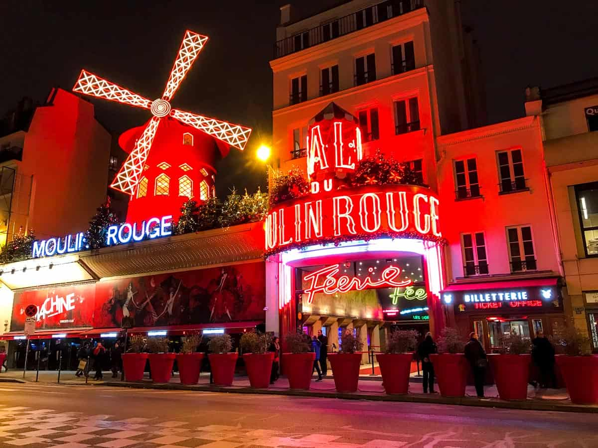 Moulin Rouge: Places to visit in Paris with family